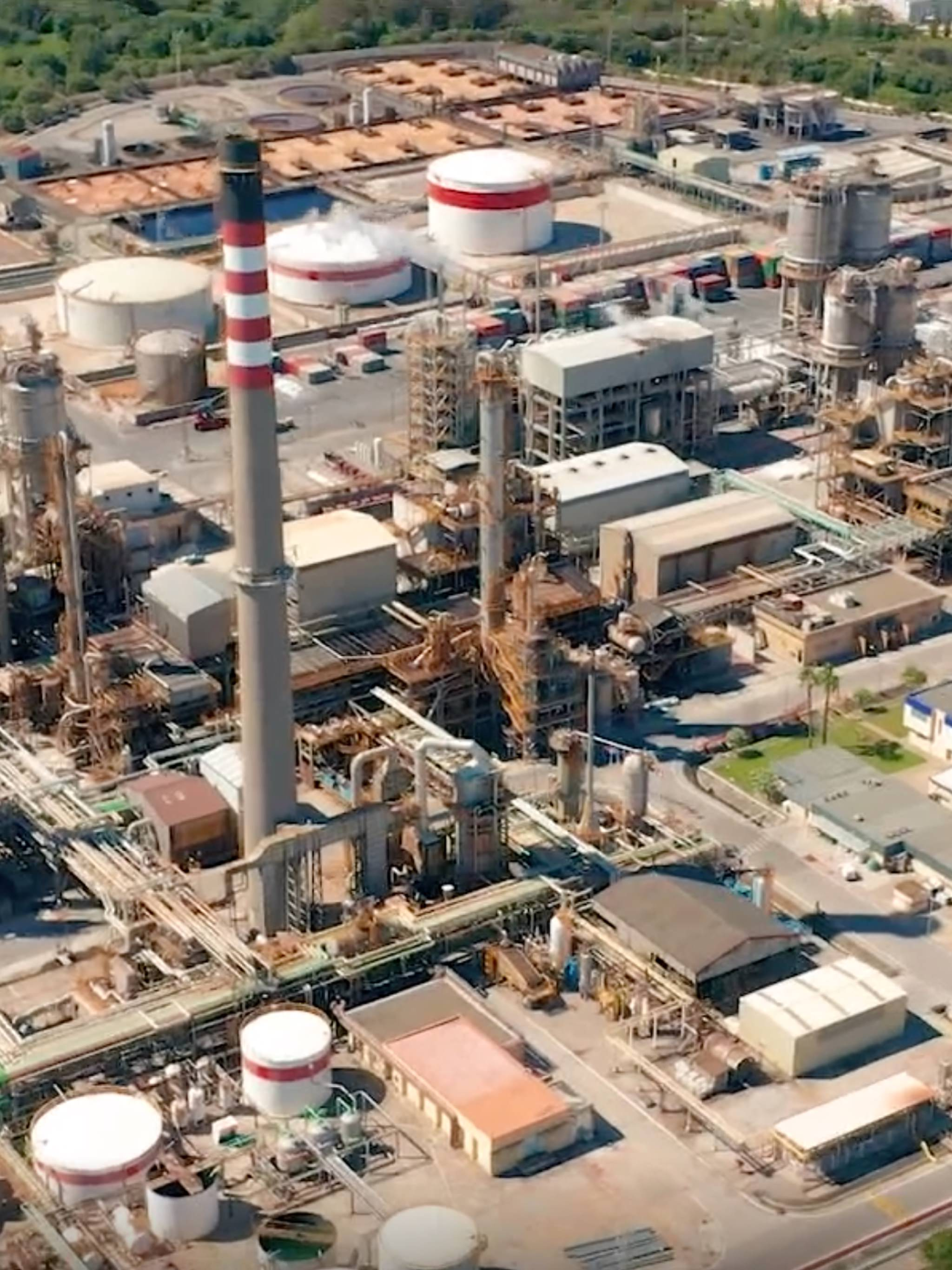 Accelerating digital transformation for oil and gas - Aerial Refinery Day